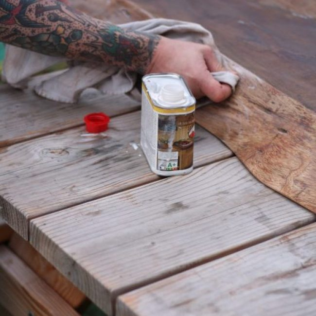 White wash mahonie schaal deel met arm hout en hamer jochem salomons