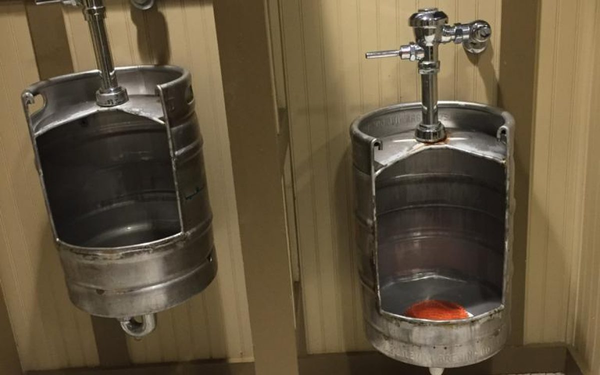 Bierfust als pisbak toilet horeca