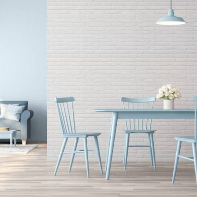 Lichte ruimte met baby blue tafel en stoelen