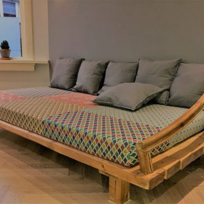 Loungebank oud bouwmateriaal patchwork bekleding