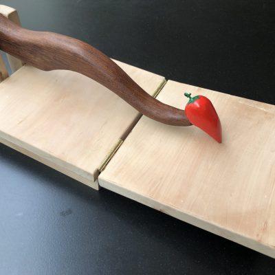 tortilla pers handgemaakt houtsnijwerk